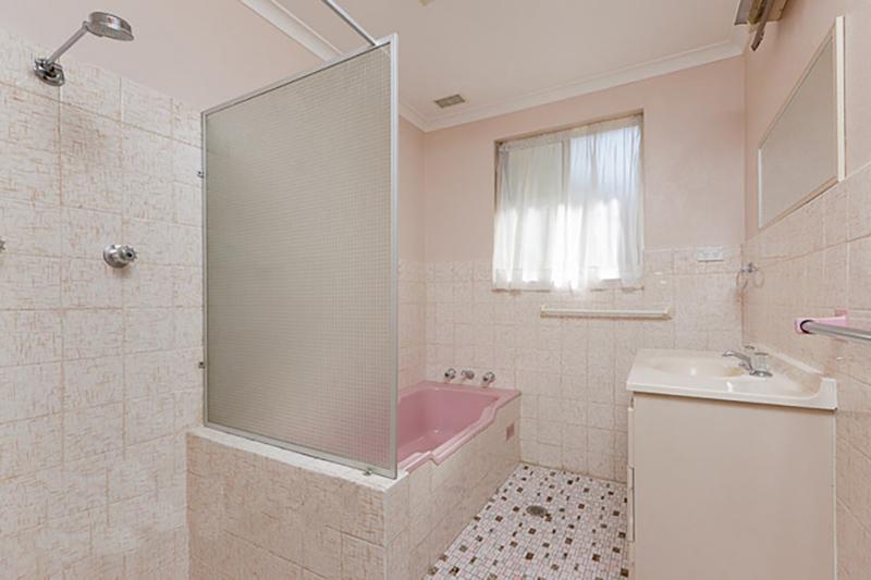 Lyons before bathroom